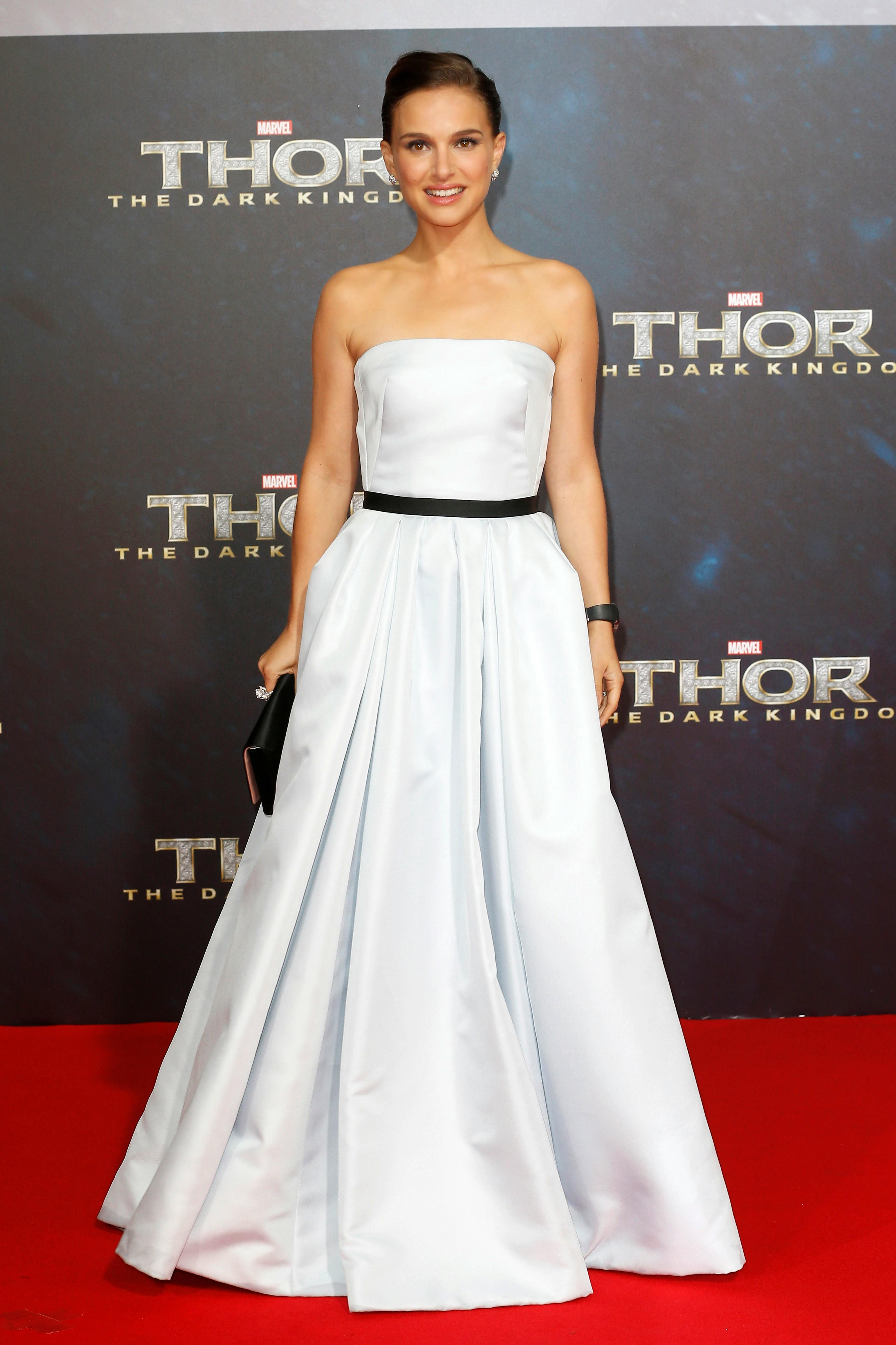 81b4fe37eaeec23 Как выбрать вечернее платье белого цвета?
