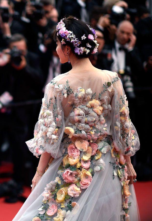 Цветы к платью